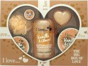 I Love... A Big Box Of Love Vanilla and Almond Confezione Regalo 500ml Bagnoschiuma + 100ml Sugar Scrub + 100ml Burro Corpo + 10ml Burrocacao + 60g Sapone + Spugna